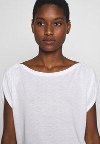 mine to five TOM TAILOR - AJOUR - T-shirt z nadrukiem - white - 4