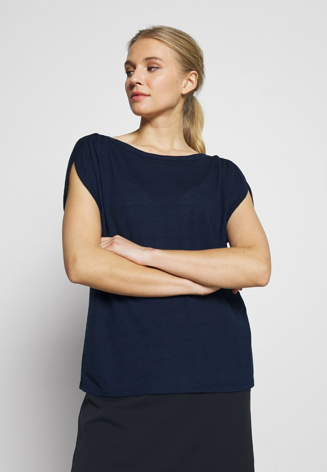 AJOUR - T-shirt z nadrukiem - sky captain blue              blue