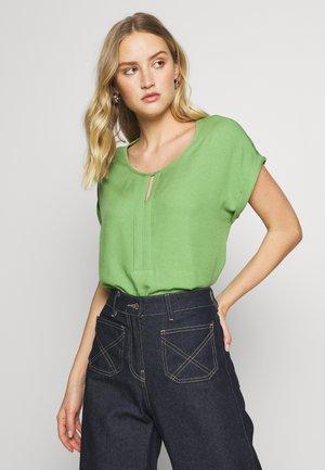 T-SHIRT FABRIC MIX PLACKET - Blusa - sundried turf green
