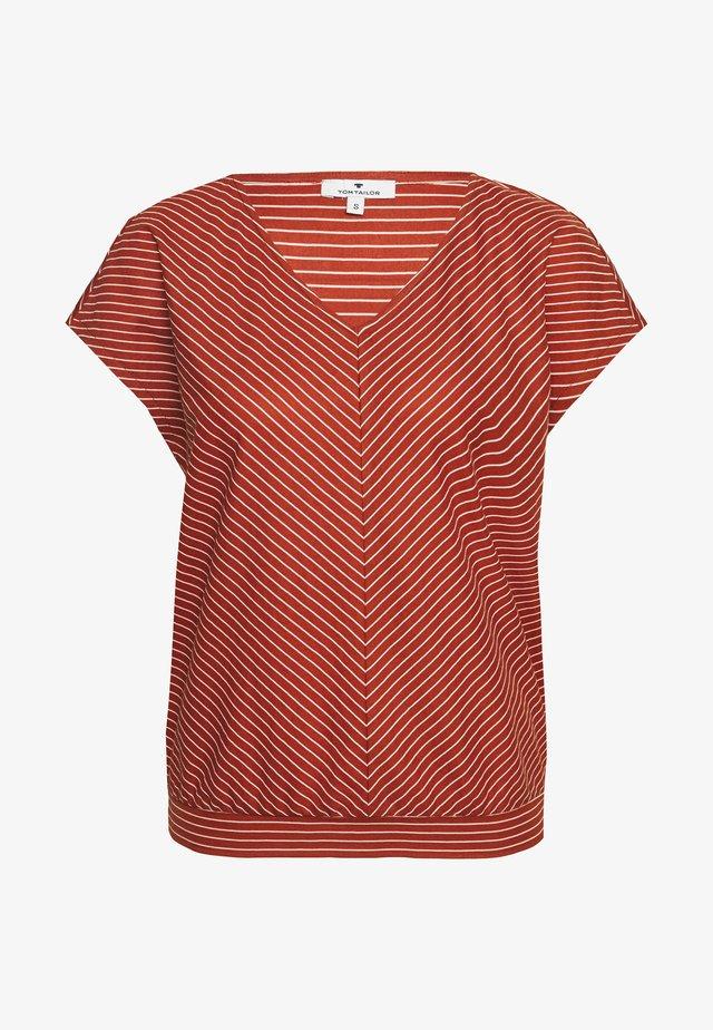 T-shirt print - brown/white