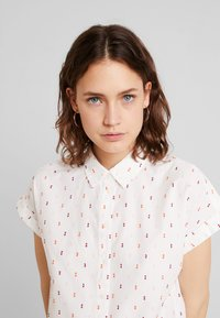 TOM TAILOR - BLOUSE WITH COLOURFUL DOBBY - Button-down blouse - white - 3