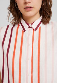 TOM TAILOR - BLOUSE WITH LIGHT STRIPES - Overhemdblouse - offwhite - 6