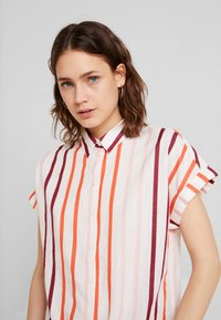 TOM TAILOR - BLOUSE WITH LIGHT STRIPES - Overhemdblouse - offwhite - 4