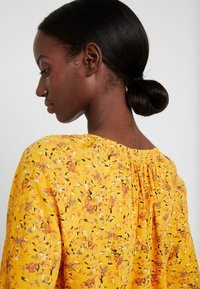TOM TAILOR - BLOUSE WITH STRUCTURE - Blůza - yellow - 3