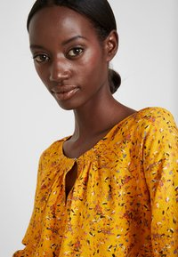 TOM TAILOR - BLOUSE WITH STRUCTURE - Blůza - yellow - 5
