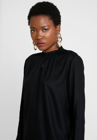 TOM TAILOR - BLOUSE WITH TIED NECK - Bluser - deep black - 4