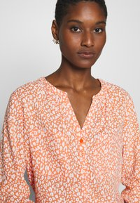 TOM TAILOR - BLOUSE PRINTED - Bluser - coral - 5