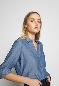 TOM TAILOR - BLOUSE WITH DOUBLE FACE FABRIC - Overhemdblouse - kentucky blue - 4