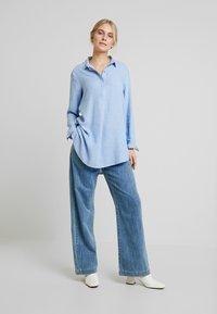 TOM TAILOR - BLOUSE LONGSTYLE - Skjorte - blue - 1