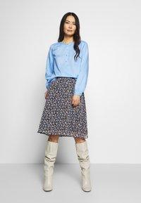 mine to five TOM TAILOR - BLOUSE FLUENT  - Blouse - soft charming blue - 1