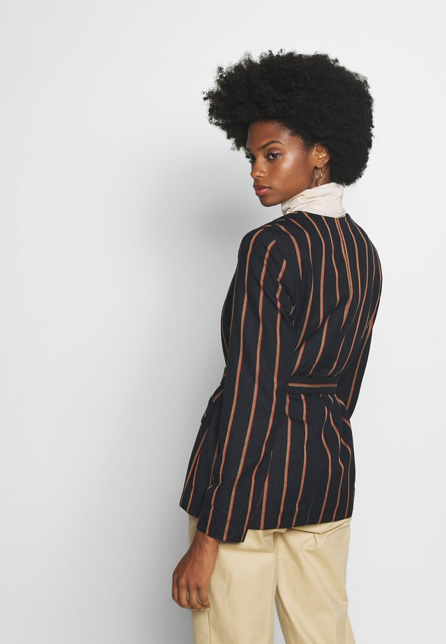 BLAZER PINSTRIPE WRAP - Blazer - navy/beige/orange