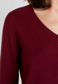 TOM TAILOR - BASIC V NECK - Sweter - tile red - 4