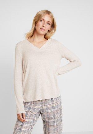 COSY V-NECK - Stickad tröja - light camel/brown
