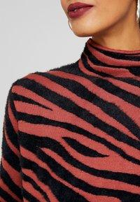 TOM TAILOR - CROPPED - Sweter - black/brown - 5