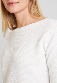 TOM TAILOR - STRUCTURED - Sweter - whisper white - 4