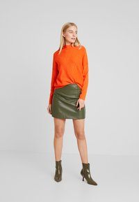 TOM TAILOR - BATWING OTTOMAN - Sweter - knockout orange - 1
