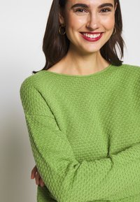 TOM TAILOR - BOXY STRUCTURE - Sweter -  green - 5