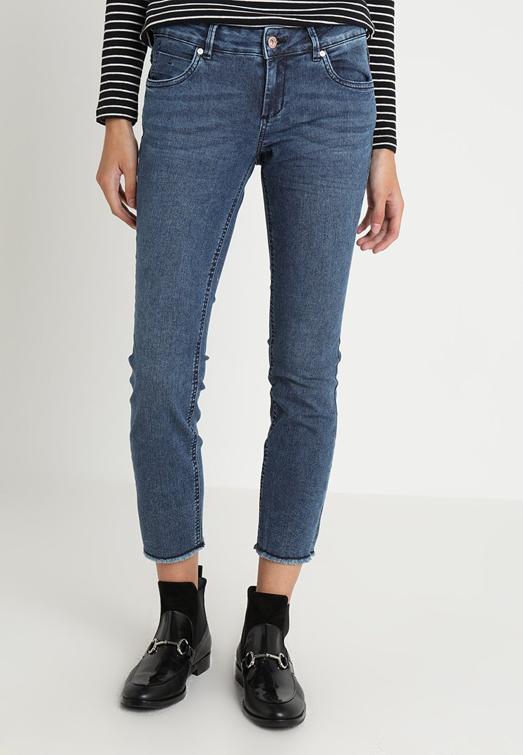 TOM TAILOR - CROPPED CARRIE SLIM PANT - Slim fit jeans - mid stone wash denim