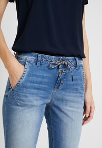 TOM TAILOR - Jeans relaxed fit - used mid stone blue denim - 4