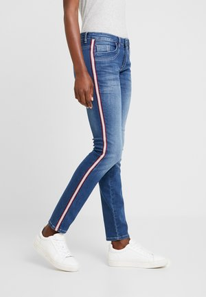 ALEXA - Jeansy Slim Fit - mid stone wash blue