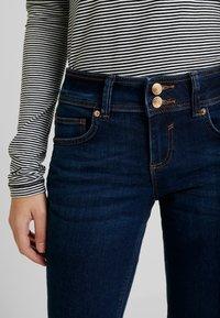 TOM TAILOR - ALEXA - Jeans Bootcut - mid stone bright blue denim - 3