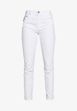 KATE - Slim fit jeans - white