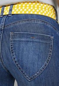 TOM TAILOR - MIT BINDEGÜRTEL - Jeans slim fit - used mid stone blue denim - 4