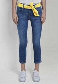 TOM TAILOR - MIT BINDEGÜRTEL - Jeans slim fit - used mid stone blue denim - 0