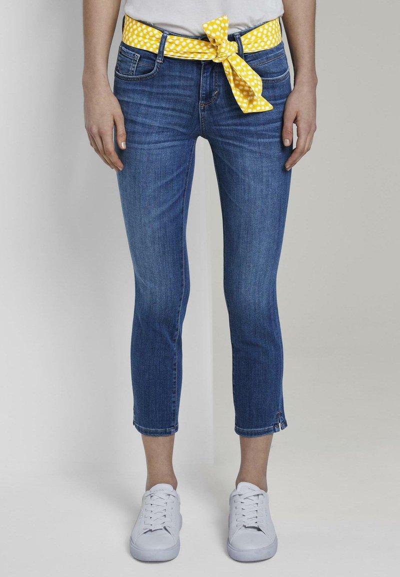 TOM TAILOR - MIT BINDEGÜRTEL - Jeans slim fit - used mid stone blue denim