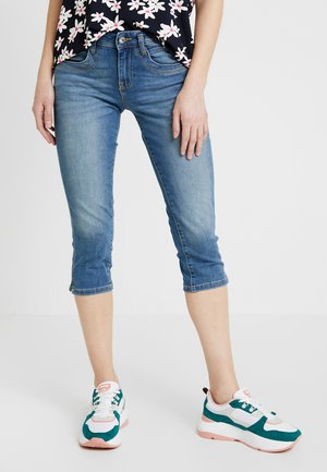 ALEXA CAPRI - Short - light blue denim