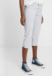 TOM TAILOR - TAPERED RELAXED - Shorts - blue - 0
