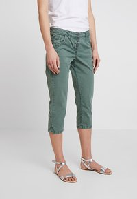 TOM TAILOR - TAPERED RELAXED - Shorts - pale bark green - 0