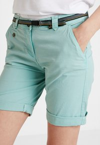 TOM TAILOR - CHINO BERMUDA - Szorty - canton green - 3