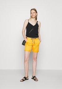 TOM TAILOR - Shorts - deep golden yellow - 1