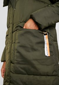 TOM TAILOR - PUFFER  - Vinterkåpe / -frakk - woodland green - 8