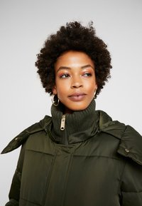 TOM TAILOR - PUFFER  - Vinterkåpe / -frakk - woodland green - 5