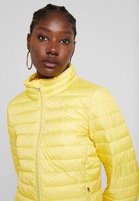 TOM TAILOR - ULTRA LIGHT WEIGHT JACKET - Light jacket - jasmine yellow - 4