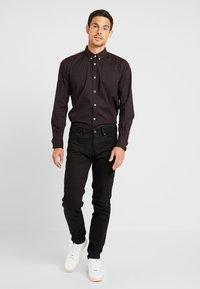 TOM TAILOR - RAY MINI PRINT REGULAR FIT - Skjorta - black/red/grey - 1