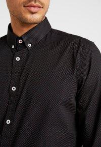 TOM TAILOR - RAY MINI PRINT REGULAR FIT - Skjorta - black/red/grey - 3
