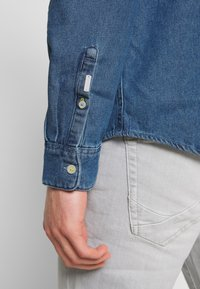 TOM TAILOR - RAY - Chemise - mid stone wash denim blue - 3