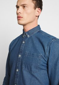 TOM TAILOR - RAY - Chemise - mid stone wash denim blue - 5