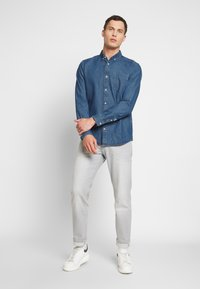 TOM TAILOR - RAY - Chemise - mid stone wash denim blue - 1