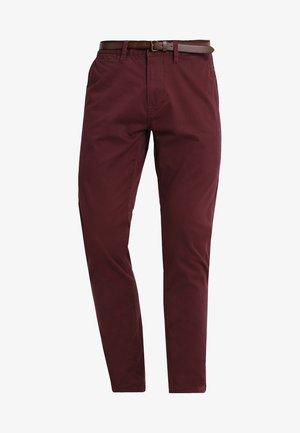 ESSENTIAL  - Pantalon classique - port red