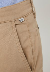TOM TAILOR - WASHED STRUCTURE CHINO - Chino - beige - 3
