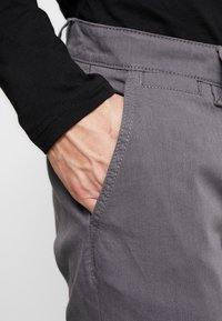 TOM TAILOR - WASHED STRUCTURE CHINO - Chinot - grey yarndye structure - 3