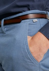 TOM TAILOR - WASHED STRUCTURE - Chino kalhoty - light blue - 3