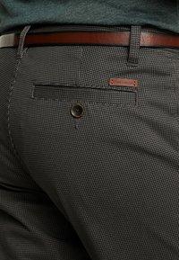 TOM TAILOR - ESSENTIAL - Shorts - grey houndstooth design - 4