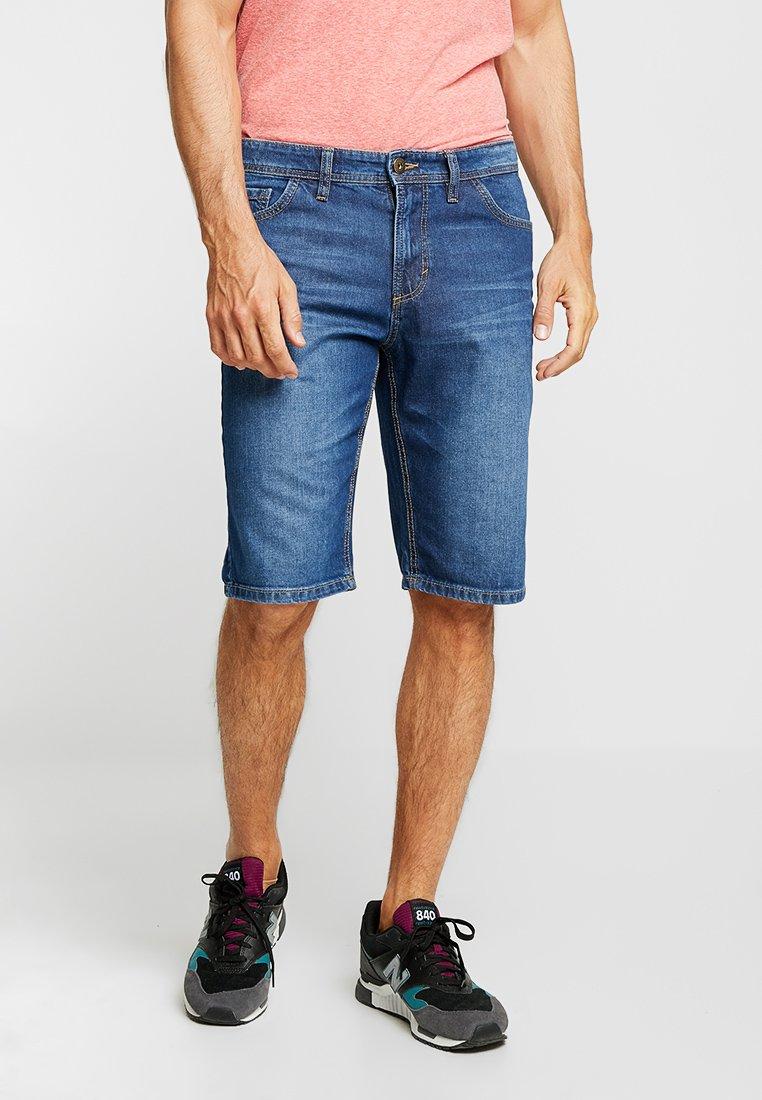 TOM TAILOR - 5 POCKET  - Jeans Shorts - mid stone wash denim blue