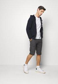 TOM TAILOR - Shorts - tarmac grey - 1