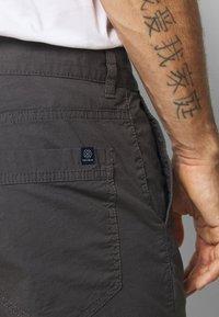 TOM TAILOR - Shorts - tarmac grey - 5